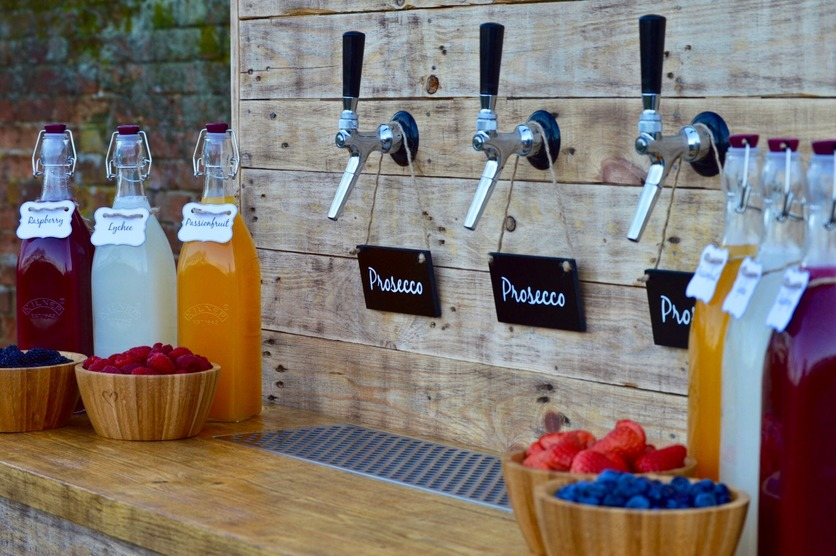 Pimp your Prosecco bar at a rustic themed wedding